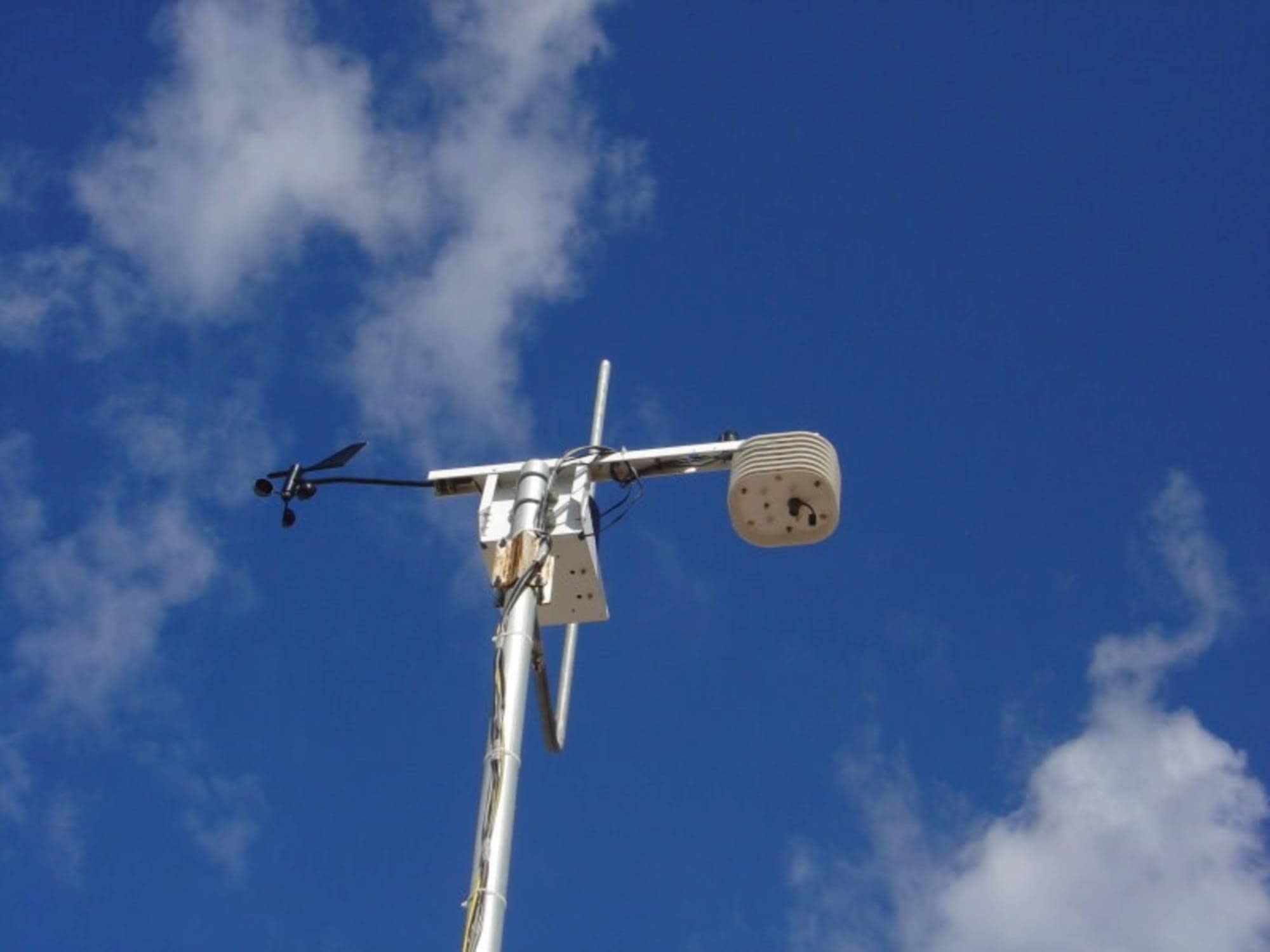 ایستگاه هواشناسی گلخانه هوشمند